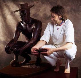 czekoladowe posągi