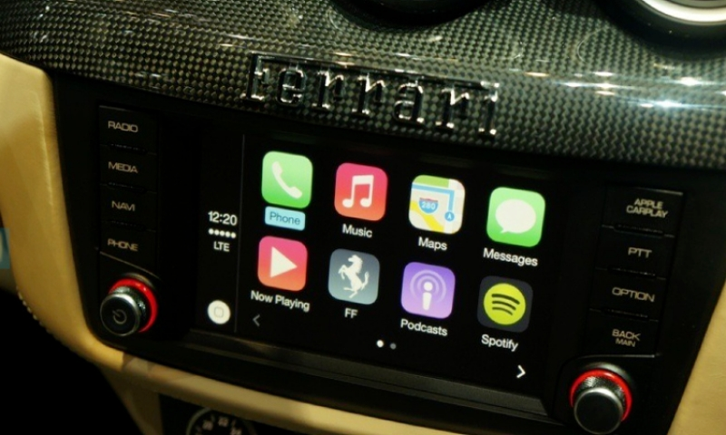 Apple CarPlay Ferrar FF